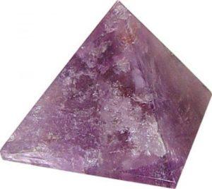 ametüstist püramiid